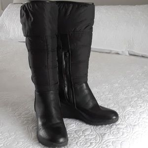 Black winter wedge boot size 8.